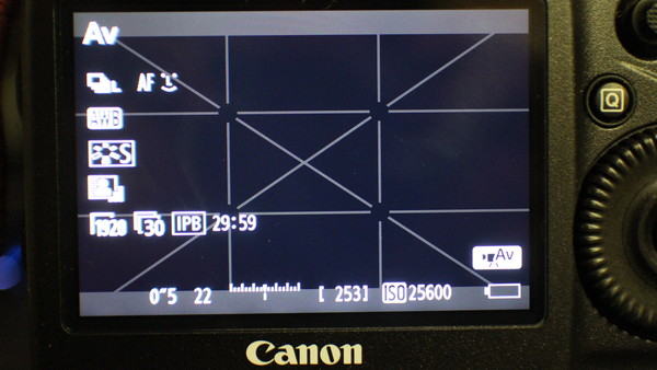 動画モード時の静止画ISOオート